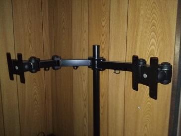 多関節のモニターアーム
